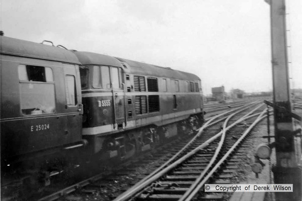 Brush Traction type 2 no. D5555 seen leaving Yarmouth South Town. This loco became class 31 no. 31137 in February 1974. Photo taken in July 1960